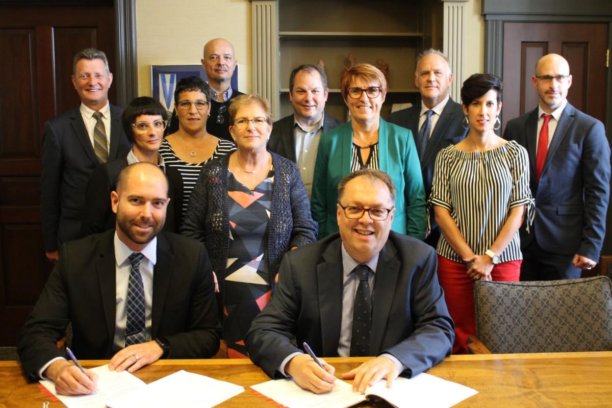 Signature convention collective Université de Moncton
