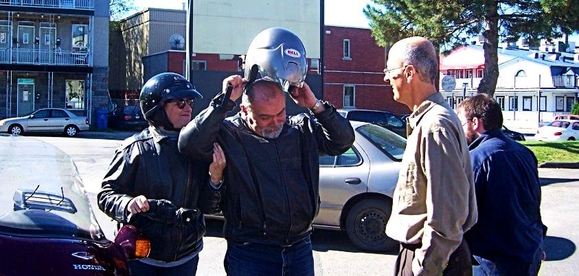Des professionnels de l'UQO descendent de moto